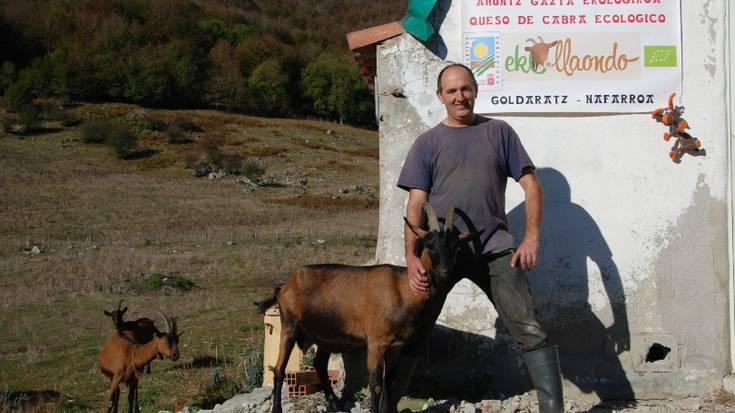Eskualdeko gaztagileak: krisiari ahal bezain ongi erantzuten
