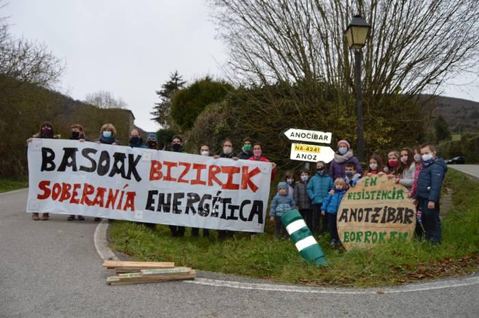 Poligono eolikoen kontra alegazioak egiteko dei egin du Haize Berriak-ek