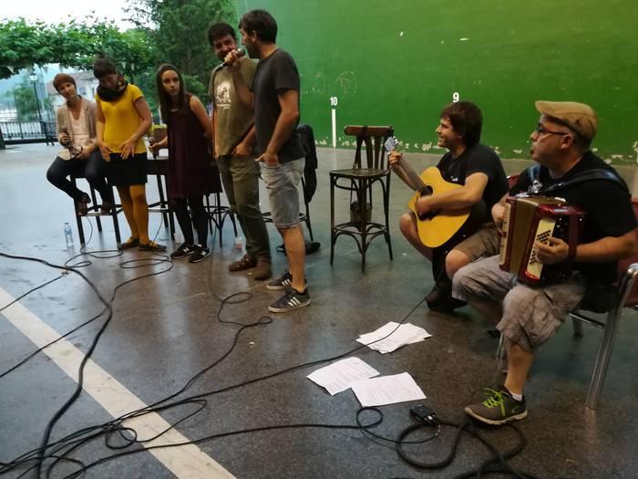 Bertso-saio musikatua, uztailaren 30ean Larraintzarko Bentan