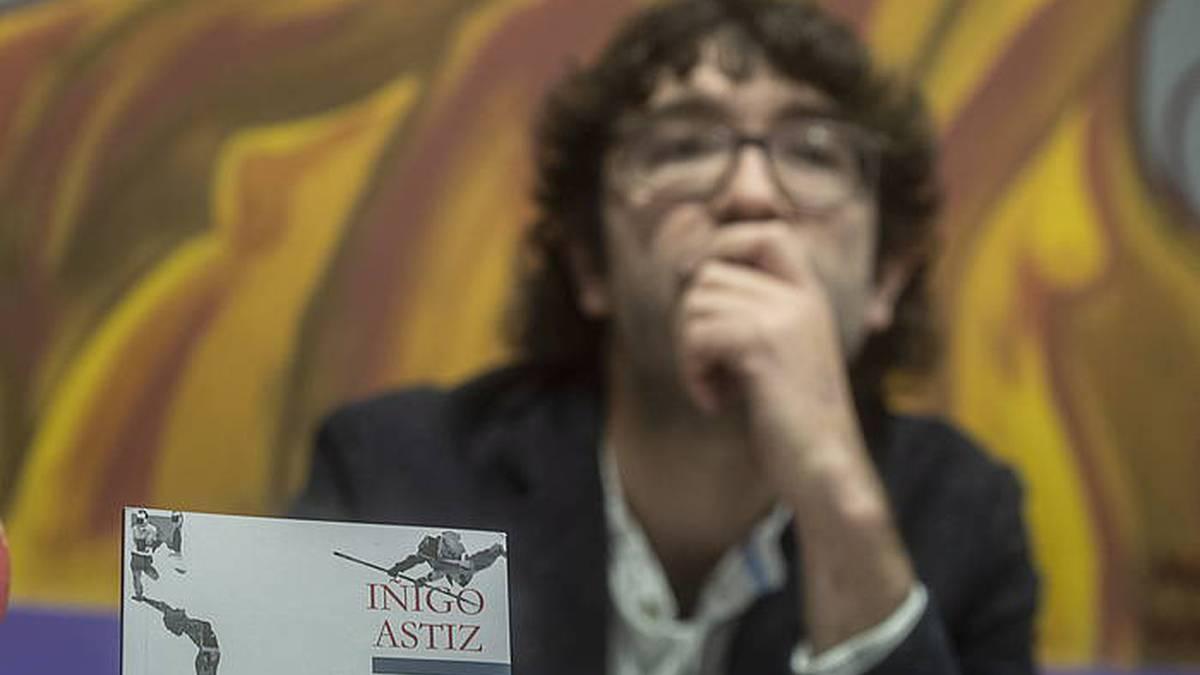 Analfabetoa poesia liburua argitaratu du Iñigo Astiz iraizoztarrak