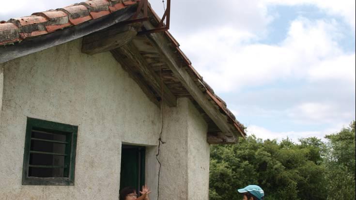 Herritar batzuk Arañoza igo ziren larunbat goizean